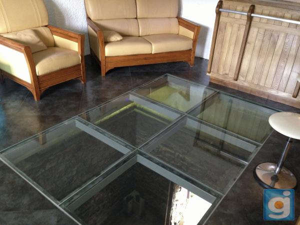 Dalle de sol en verre marche d 39 escalier en verre for Prix dalles de sol en verre